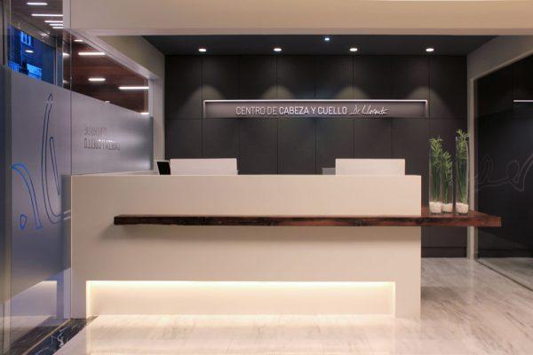 recepción Centro de Cabeza y Cuello Dr.Llorente